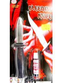 Нож убирающийся с яркой кровью