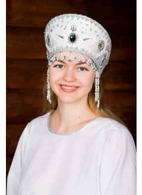 Белый кокошник русской красавицы