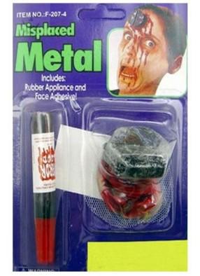 Болт в голове с кровью