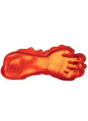 Бутафорская рука в луже крови