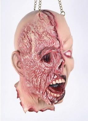 Декоративная голова с изуродованным лицом