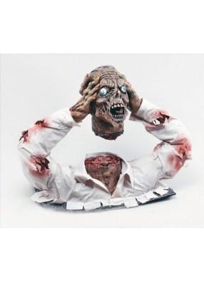 Фигура половины зомби с оторванной головой в руках