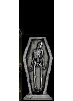 Готическое надгробие Скелет в гробу