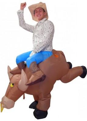 Костюм ковбоя на надувном буйволе