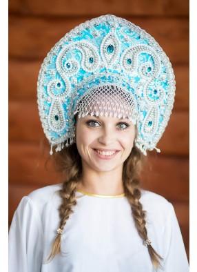 Красивый голубой кокошник девушке