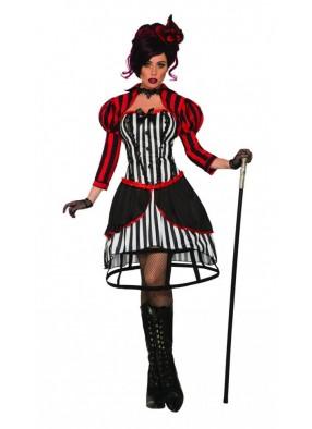 Мадам дрессировщица в цирке