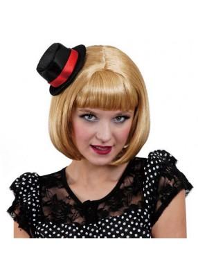 Парик блондинки в черной шляпке