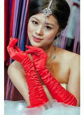 Перчатки красные со сборкой