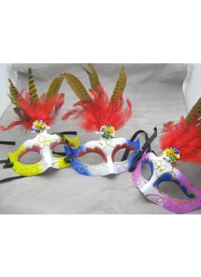 Полумаска с тремя красными перьями