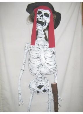 Скелет пирата с подзорной трубой висящий