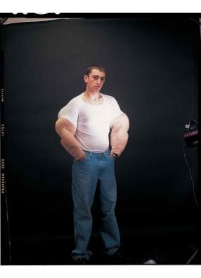 Жилет с мускулистыми рукавами