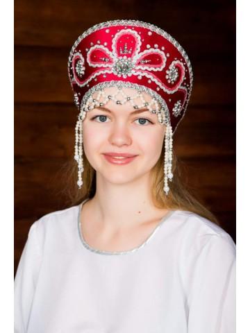 Красный кокошник русской красавицы